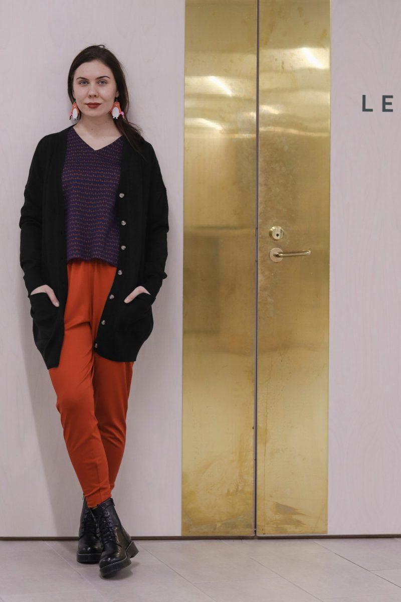 aarre_woman_little_stranger_edith_knitted_cardigan_black_carol_pants_housut_bossa_nova (2)_small