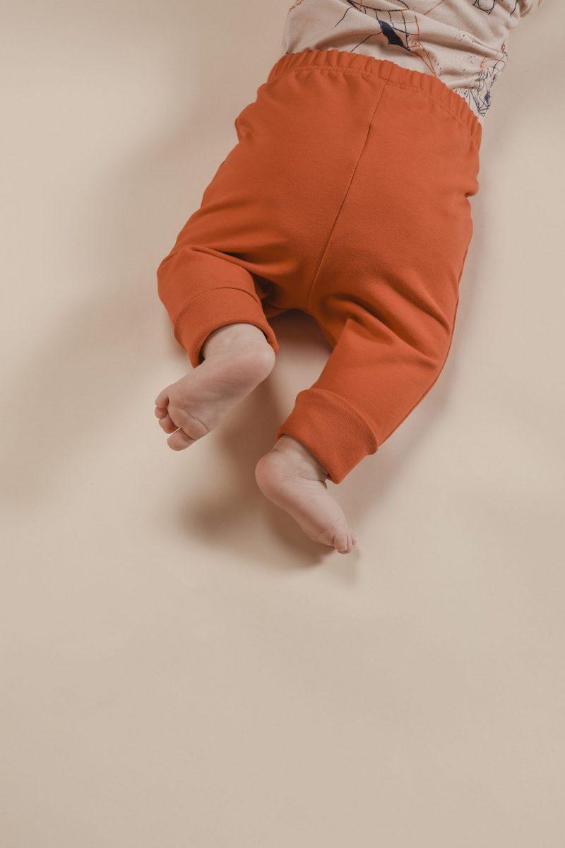 aarrekid_baby_vauva_little_stranger_exploring_in_space_beige_kimono_body_max_baby_pants_housut_rust (16)_small