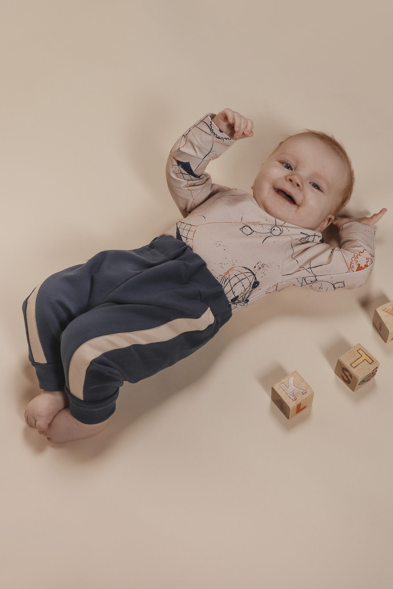 aarrekid_baby_vauva_little_stranger_maxton_baby_pants_housut_smoke_blue (6)_small
