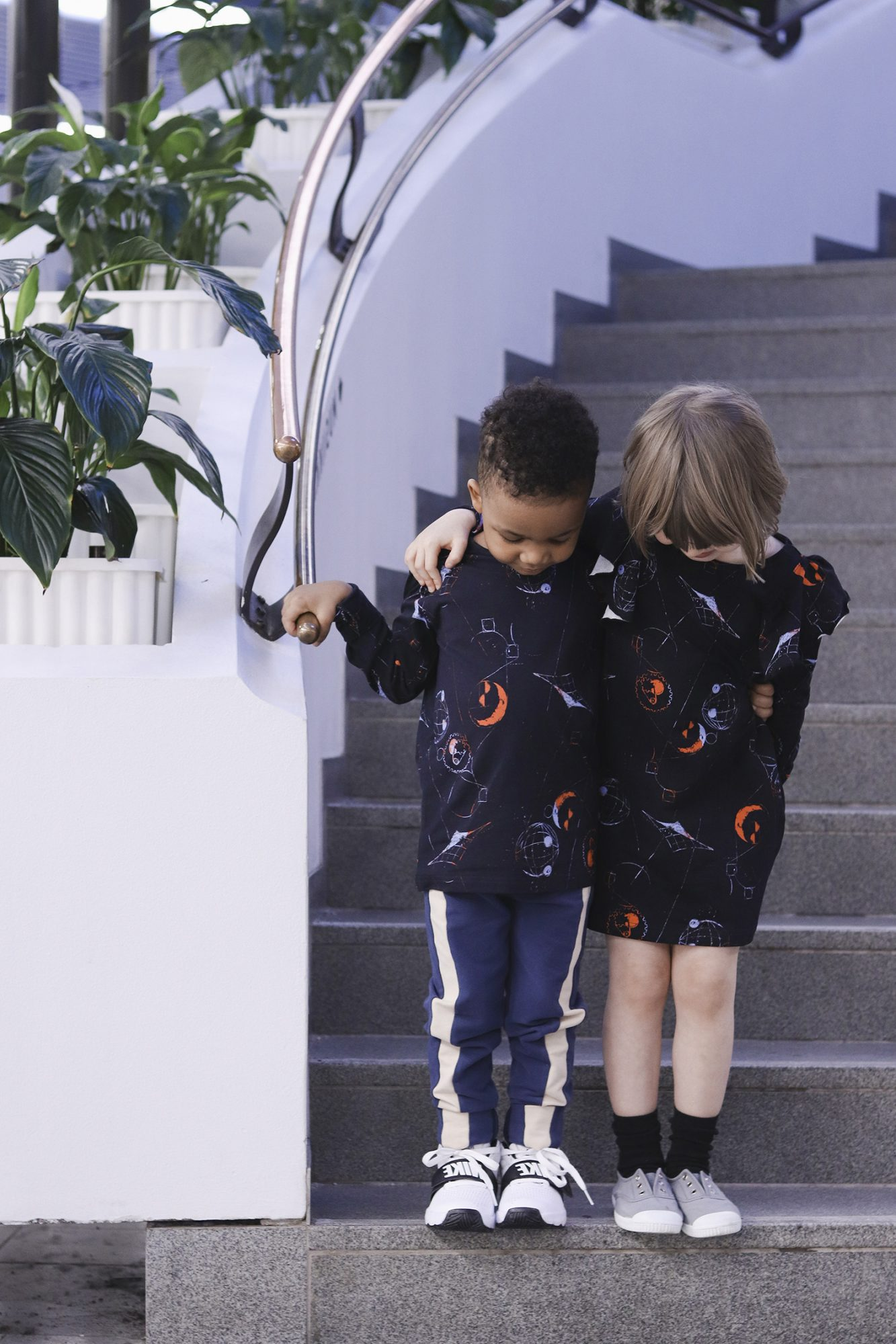 aarrekid_little_stranger_exploring_in_space_black_lorelai_dress_mekko_longsleeve_shirt_paita) (1)_small