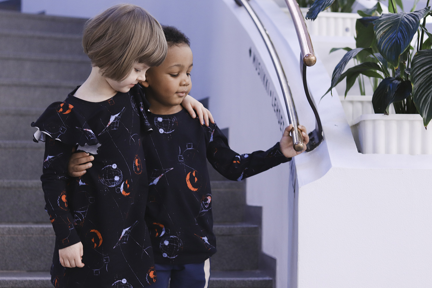 aarrekid_little_stranger_exploring_in_space_black_lorelai_dress_mekko_longsleeve_shirt_paita) (9)_small